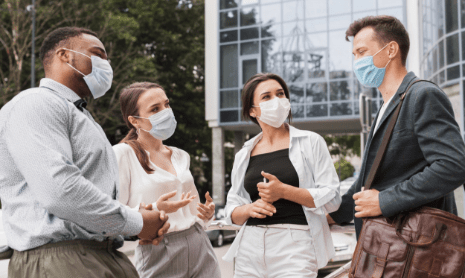 colleagues-chatting-outdoors-during-pandemic-with-face-masks-min