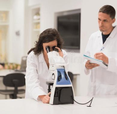 medical-students-working-microscope-university-48995353-min
